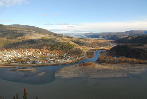 Panoramic view of the mouth of the Klondike River, Dawson City on the left and Tr'ochëk on the right.